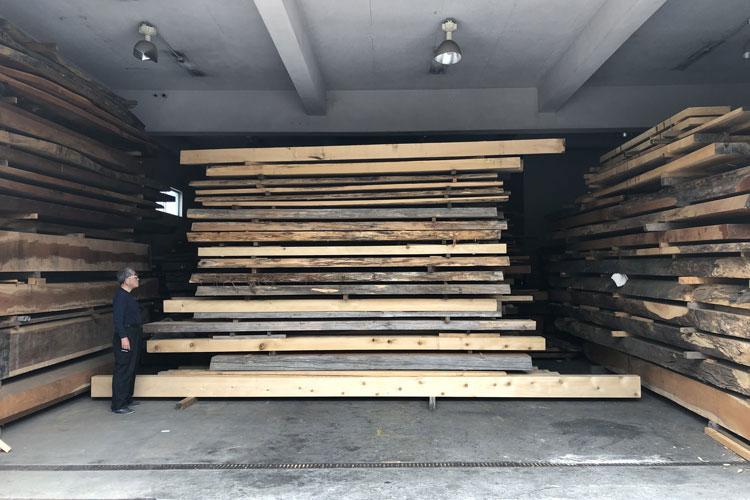 翠雲堂松戸工場では青森ヒバ,檜,欅などの材料を揃えています