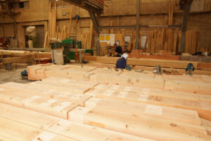 松戸工場での梁・桁・柱の加工